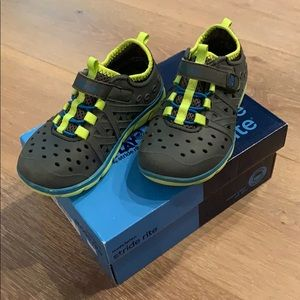 Stride Rite Water Shoes (Size 10)